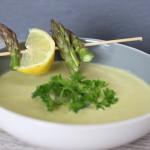 Šparglová polievka s pečeným cesnakom